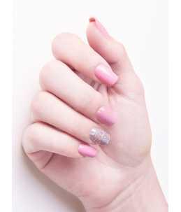 semipermanente colore rosa violaceo mano