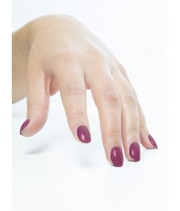 smalto semipermanente unghie rosso amarena manicure