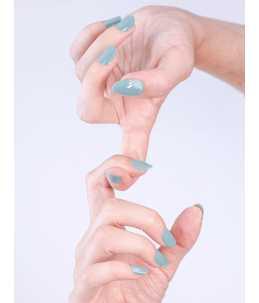 smalto azzurro per unghie